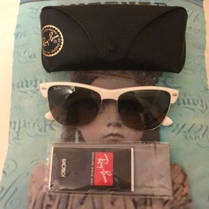 Ray-Ban Accessories - Woman's sunglasses